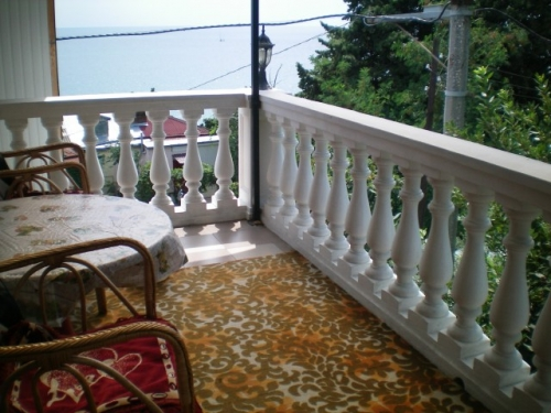 87- THREE BEDROOM APARTMENT FOR RENT HOLIDAY YALTA CRIMEA