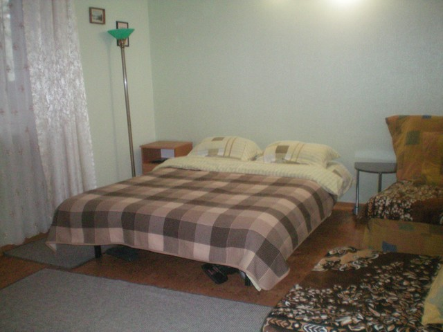 136- ONE BEDROOM APARTMENT FOR RENT IN YALTA